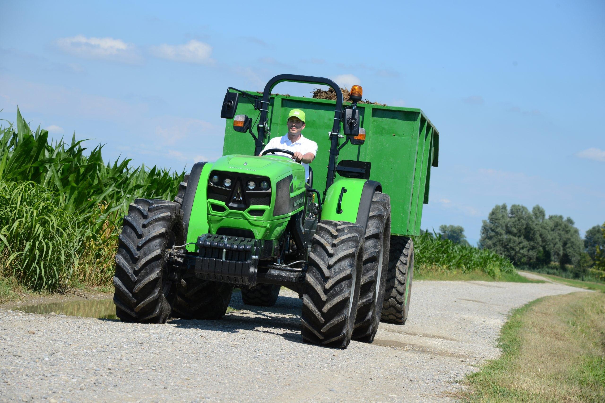 Landwirt zieht mit 4E Kipper