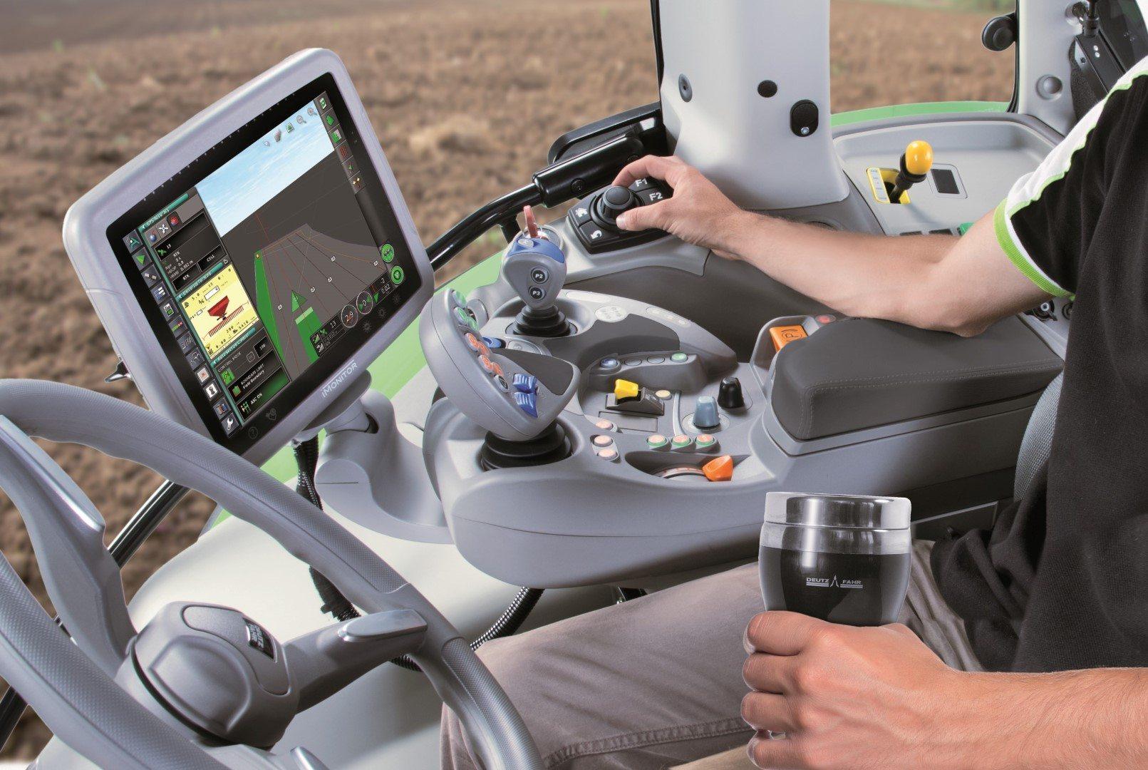Traktorcockpit mit Precision Farming iMonitor2