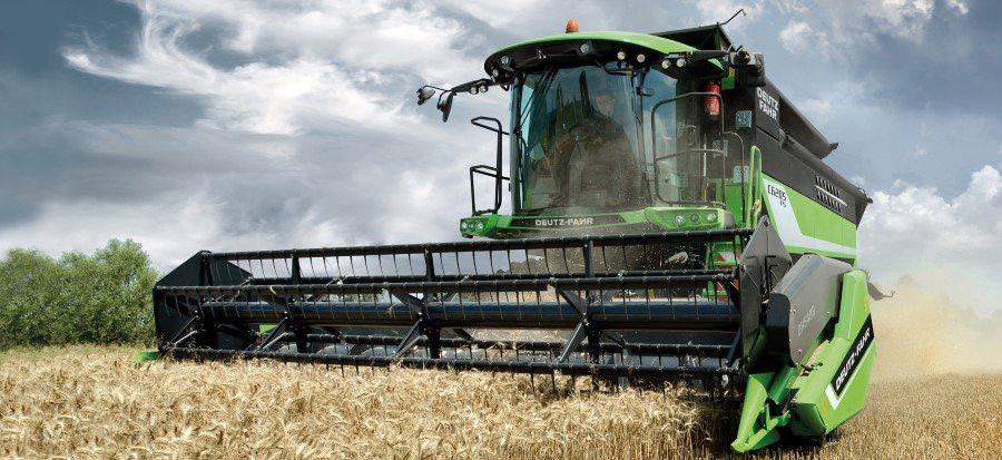 Deutz-Fahr Mähdrescher der Serie C6000 für landwirtschaftlche Betriebe auf dem Getreidefeld
