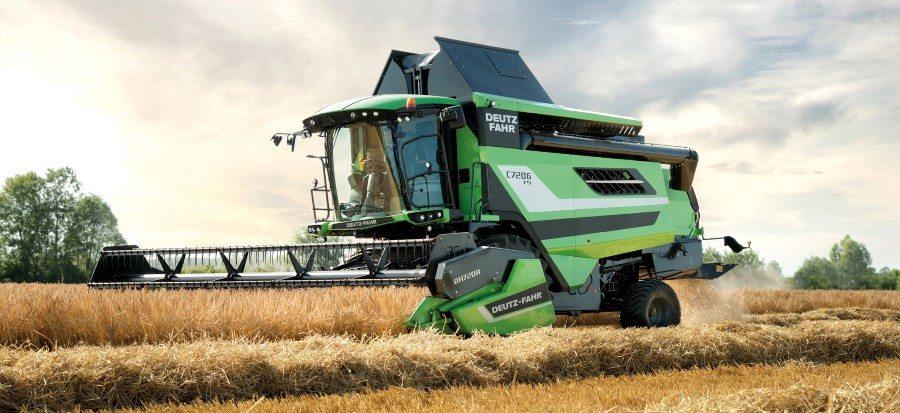 Produktiver Deutz-Fahr Mähdrescher der Serie C7000 auf dem Getreidefeld